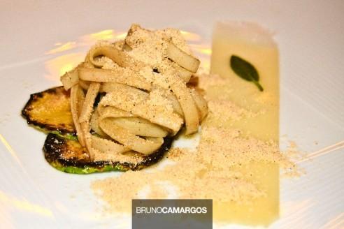 Fettuccine de palmito pupunha na manteiga e salvia, Parmesão e Farinha de pipoca