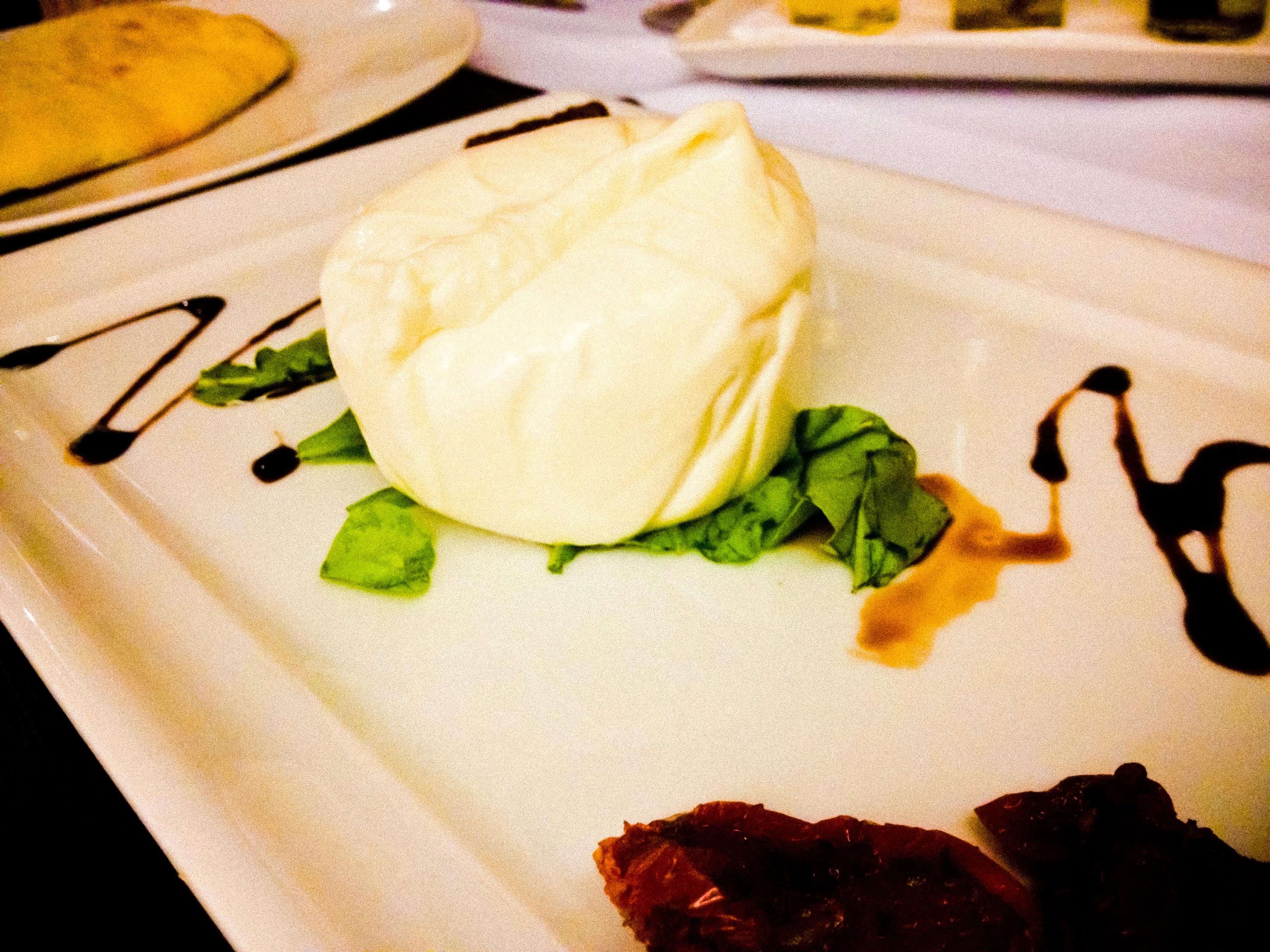 Estivemos no Restaurante Villa Roberti mais uma vez e aprovamos! Confira nossa experiência lá!