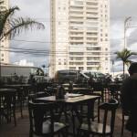 Mesas na Calçada e vista do Belvedere - Dorival Bar & Parrilla