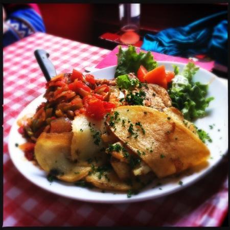 Restaurantes em Paris para Comer Barato - Atum ao Molho Basco do Chez Gladines