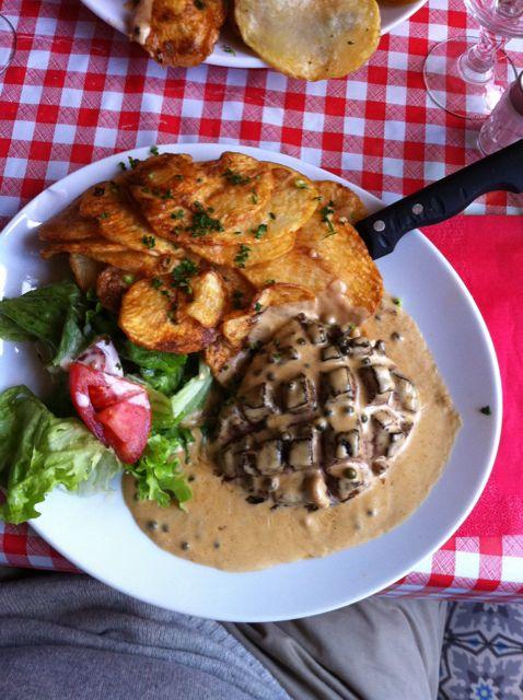 Restaurantes em Paris para Comer Barato - Pavé de Canard do Chez Gladines