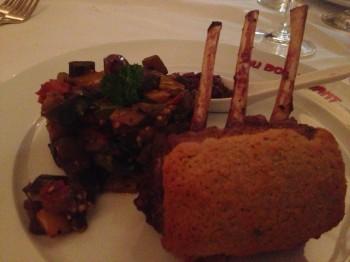 Costeleta de cordeiro em crosta de limão siciliano com Ratatouille do Au Bon Vivant