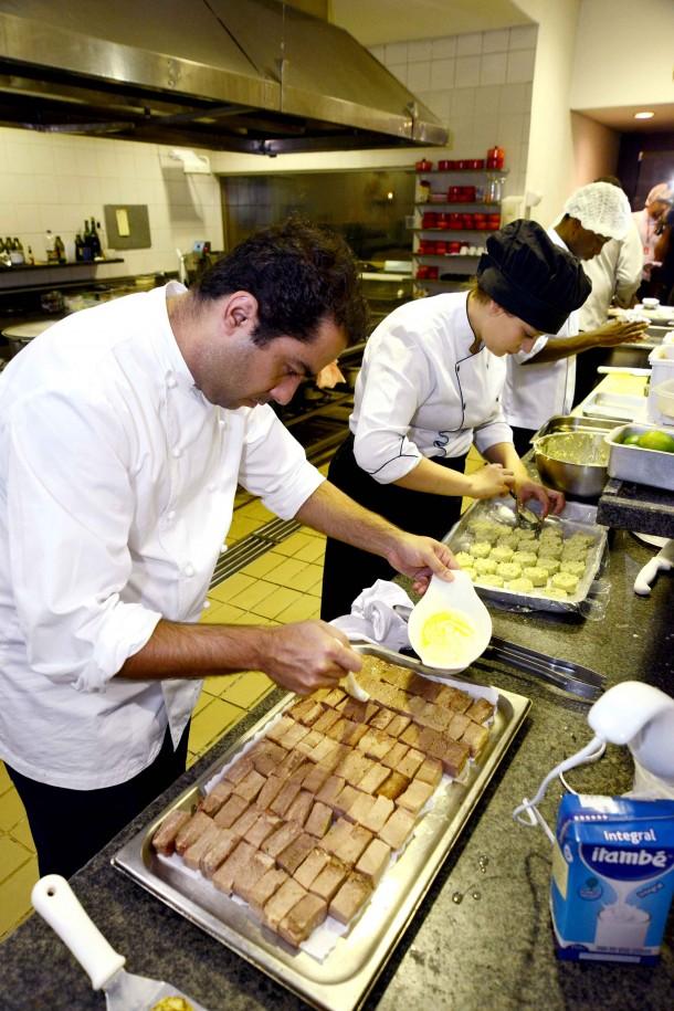 Chefs fazendo releitura dos pratos do Morro