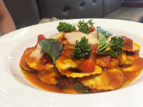 Ravioli de ricota e espinafre do Paratella